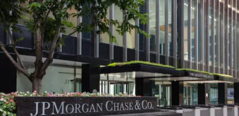 JPMorgan Strategists Believe Bitcoin Volatility Might Stunt Institutional Adoption Growth